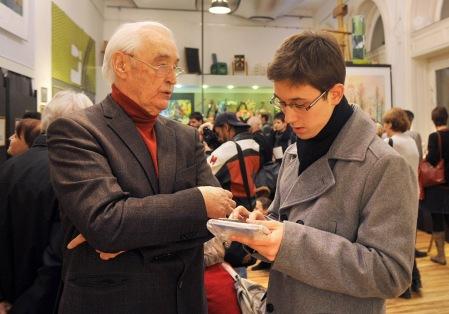 Czeizel Endre világhírű orvos-genetikussal Gross Arnold Kossuth-díjas grafikusművész kiállításának megnyitóján a budapesti Medence Szalonban 2012. november 28-án