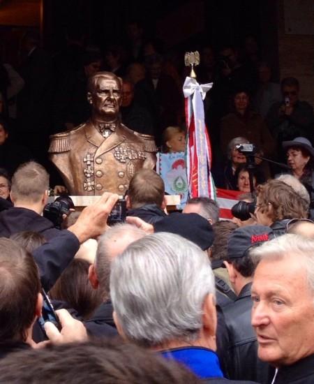 Horthy Miklós kormányzó szobrának avatása Budapesten a Szabadság téren 2013. november 3-án
