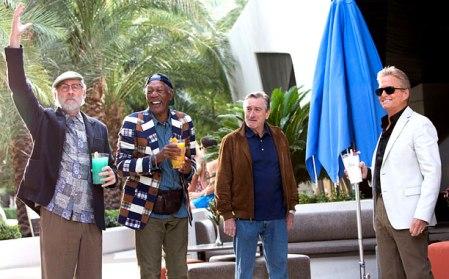Kevin Kline, Morgan Freeman, Robert De Niro és Michael Douglas a Last Vegas című filmjük egyik jelenetében