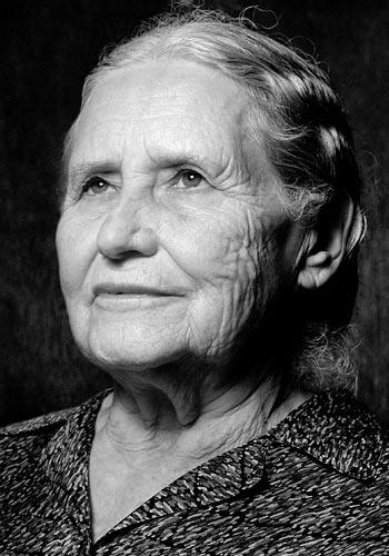 Doris Lessing Nobel-díjas brit írónő (1919-2013)