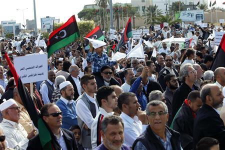Tüntetők Tripoliban 2013. november 17-én