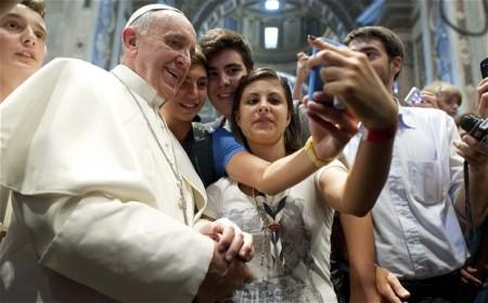 Ferenc pápa fiatalok körében