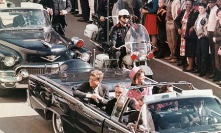 John Fitzgerald Kennedy amerikai elnök és felesége a dallasi merénylet előtt 1963. november 22-én