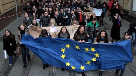 krajna európai integrációjának leállítása miatt tiltakozók Kijevben 2013. november 23-án