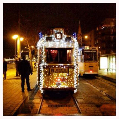Karácsonyi fényvillamos Budapesten 2013. december 11-én (Fotó: Osvárt Judit)