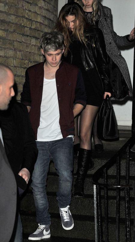 Niall Horan, a One Direction brit fiúbanda tagja és Palvin Barbara magyar topmodellel távoznak egy londoni szórakozóhelyről 2013. december 15-én