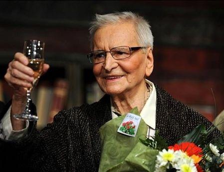 A 95 éves Radu Beligan román színész a bukaresti Nemzeti Színházban 2013. december 15-én