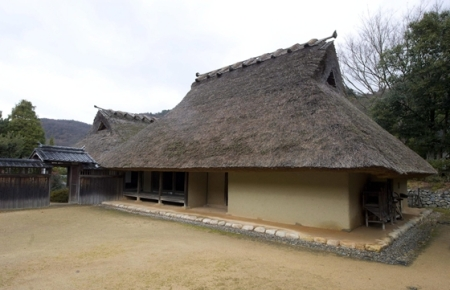 14. században épült japán lakóház a Hjogo prefektúrában fekvő Kobéban 2013. december 21-én