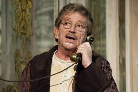 Kern András színművész az Illatszertár című színdarabban