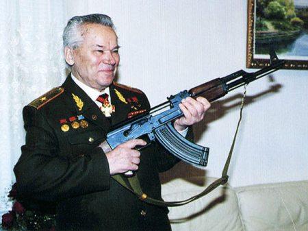 Mihail Kalasnyikov orosz lőfegyvertervező (1919-2013)