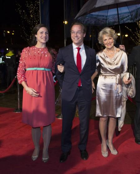 Jaime herceg felesége, Viktória és édesanyja, Irén hercegnő társaságában Hágában 2013. november 30-án