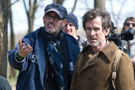 Szász János rendező és Ulrich Matthes német színész A nagy füzet című film forgatásán Cegléden 2012 áprilisában