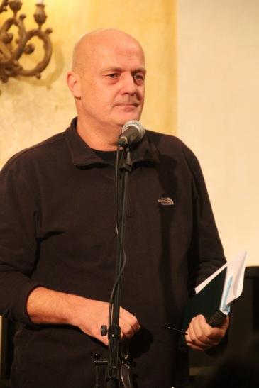 Kukorelly Endre költő, író Tandori Dezső Kossuth-díjas költő, író, műfordító 75. születésnapi köszöntésén a Petőfi Irodalmi Múzeumban 2013. december 8-án (Fotó: Mészáros Márton)