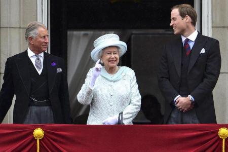 Károly trónörökös, II. Erzsébet királynő és Vilmos herceg