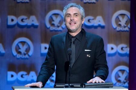 Alfonso Cuarón mexikói rendező átveszi elismerését az Amerikai Rendezők Céhe díjkiosztóján Los Angelesben 2014. január 25-én