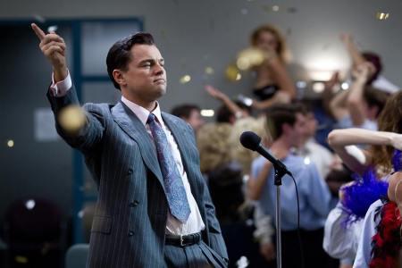 Leonardo DiCaprio A Wall Street farkasa című film egyik jelenetében