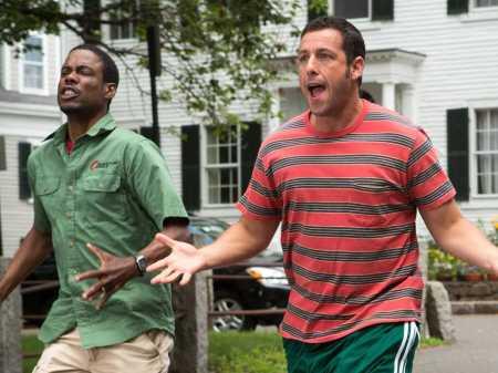 Chris Rock és Adam Sandler amerikai színészek a Nagyfiúk 2. (Grown Ups 2) című amerikai vígjáték egyik jelenetében