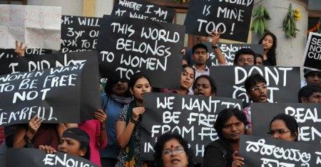 Indiai demonstráció a nemi erőszak ellen