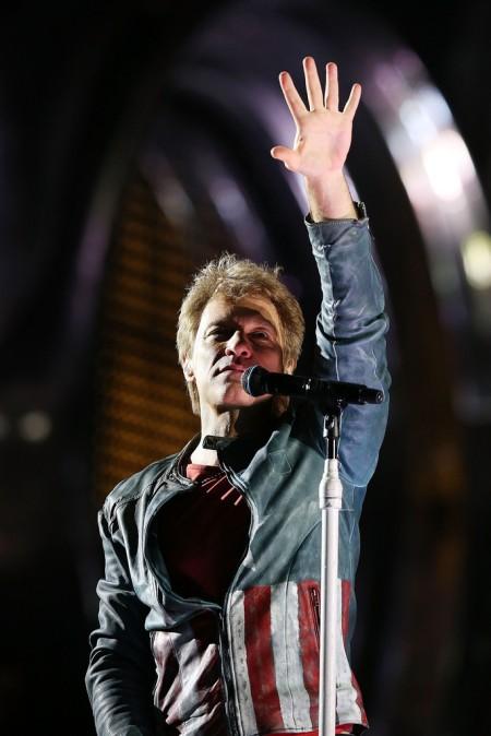 Jon Bon Jovi amerikai énekes konertet ad Melbourneben 2013. december 7-én