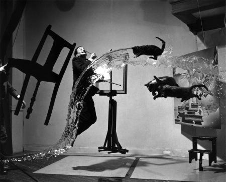 Salvador Dalí alkot (Fotó 1948-ból)