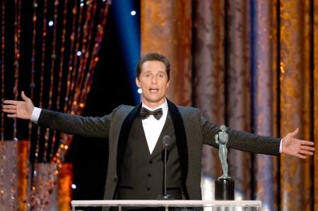 Matthew McConaughey amerikai színész a legjobb férfi főszereplőnek járó díjat veszi át az amerikai film- és televíziós színészek céhe, a SAG 20. díjkiosztóján Los Angelesben 2014. január 18-án