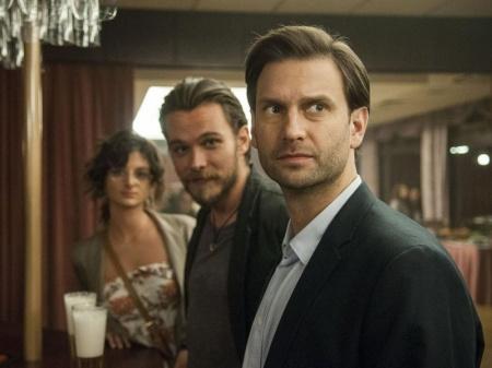 Simon Kornél, Lengyel Tamás és Jordán Adél a Megdönteni Hajnal Tímeát című film egyik jelenetében