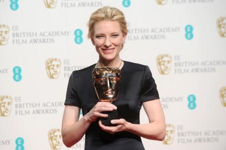 Cate Blanchett Oscar-díjas ausztrál színésznő a BAFTA-díjkiosztón Londonban 2014. február 16-án