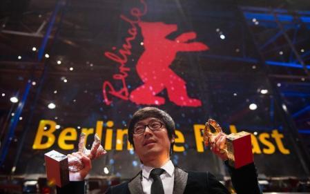 Jinan Tiao kínai rendező díjaival a 64. Berlini Nemzetközi Filmfesztiválon 2014. február 15-én