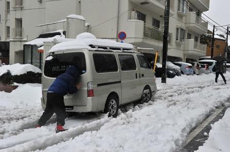 Rekordmennyiségű hó hullott Japánban