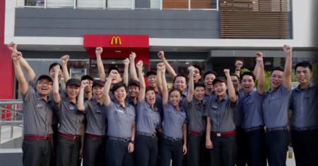 Az első vietnami McDonald's alkalmazottjai  fővárosban, Ho Chi Minh-városban 2014. február 8-án