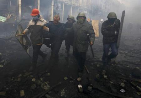 Kormányellenes tüntetők Kijev utcáin 2014. február 20-án