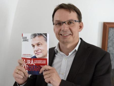 Igor Janke lengyel újságíró a Hajrá, magyarok! című kötetével