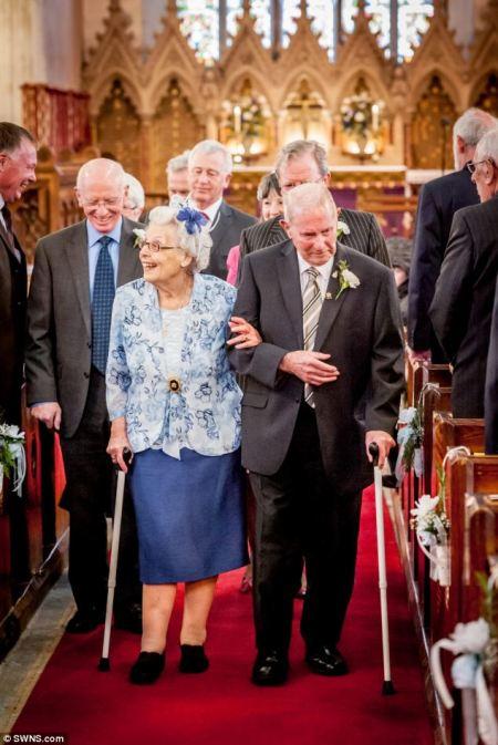 Charlie Winter és Daisy Pike esküvőjükön South Moltonban 2014. március 16-án