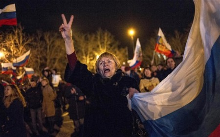Ünneplők a krími népszavazást követően 2014. március 16-án