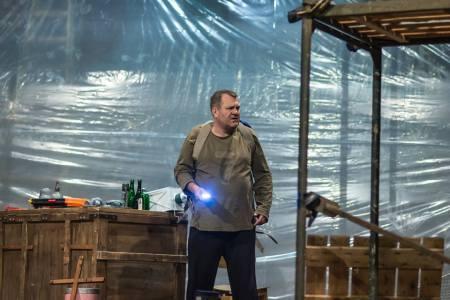 Gazsó György a Don Juan című előadásban a Színház- és Filmművészeti Egyetem Ódry Színpadán