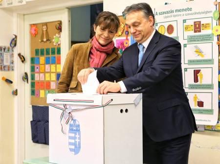Orbán Viktor és felesége, Lévai Anikó szavaz