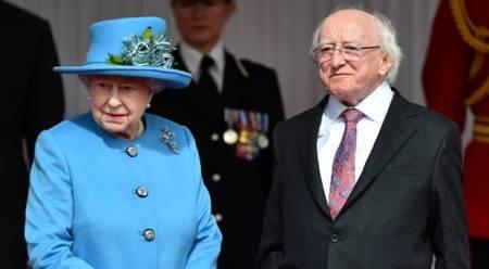 II. Erzsébet brit királynő és Michael D. Higgins ír államfő Londonban 2014. április 8-án