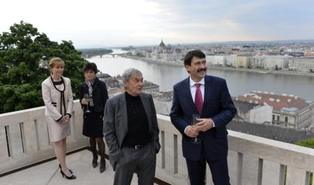 Áder János köztársasági elnök és felesége, Herczegh Anita valamint Rubik Ernő feltaláló és felesége a Sándor-palotában 2014. április 17-én