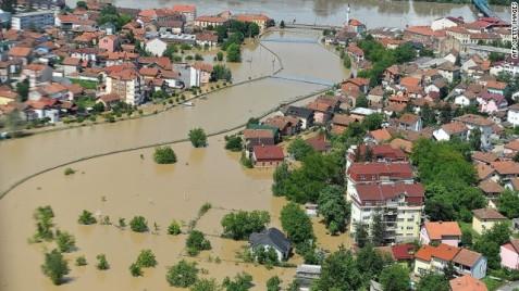 Víz alatt a boszniai Brcko városa 2014. május 18-án