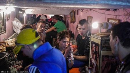 Föld alatti élet Bukarest alatt (Forrás: Daily Mail, 2014.05.19.)