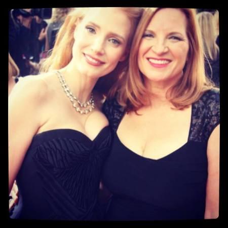 Jessica Chastain amerikai színésznő és édesanyja a 2014-es Golden Globe-gálán