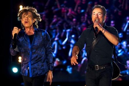 Mick Jagger brit és Bruce Springsteen amerikai zenész a Rio Lisszabon fesztivál koncertjén 2014. május 29-én