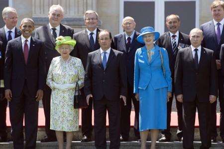 Fülöp belga király, Barack Obama amerikai elnök, Francois Hollande francia elnök, Giorgio Napolitanio olasz elnök, Margit dán királynő, Vlagyimir Putyin orosz elnök és Vilmos Sándor holland király a normandiai partraszállás 70. évfordulója alkalmából rendezett ünnepségen Bénouville-ben 2014. június 6-án