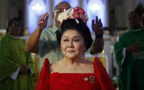 Imelda Marcos, Ferdinand Marcos volt Fülöp-szigeteki elnök özvegye 85. születésnapján a Fülöp-szigeteki Batacban 2014. július 2-án