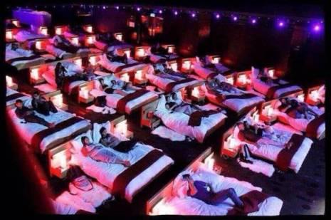 A londoni Bed Cinema, ahol a nézők ágyból tekintik meg a filmeket