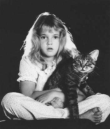 Drew Barrymore amerikai színésznő tízévesen