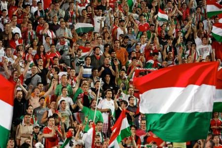Magyar szurkolók egy labdarúgó mérkőzésen