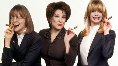 Diane Keaton, Bette Midler és Goldie Hawn amerikai színésznők az Elvált nők klubja című film egyik jelenetében
