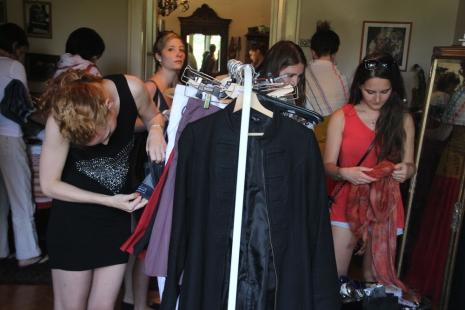 Lakásvásár Juhász Anna budapesti otthonában 2014. június 28-án (Fotó: Mészáros Márton)
