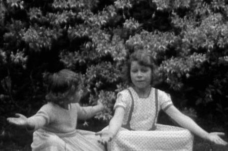 Margit hercegnő és nővére, a későbbi II. Erzsébet brit királynő gyermekként